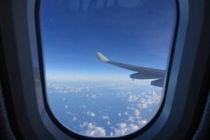 耳抜きとは?飛行機で耳が痛くなるのは?子どもの耳抜きの方法は?
